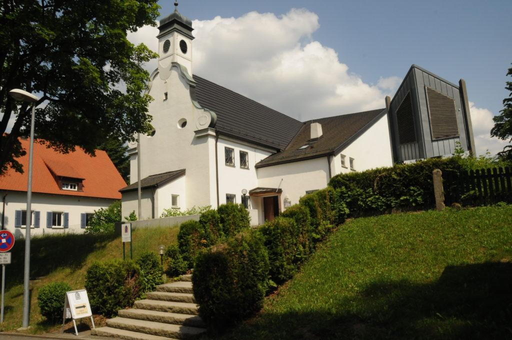Seitenansicht evangelische Kirche